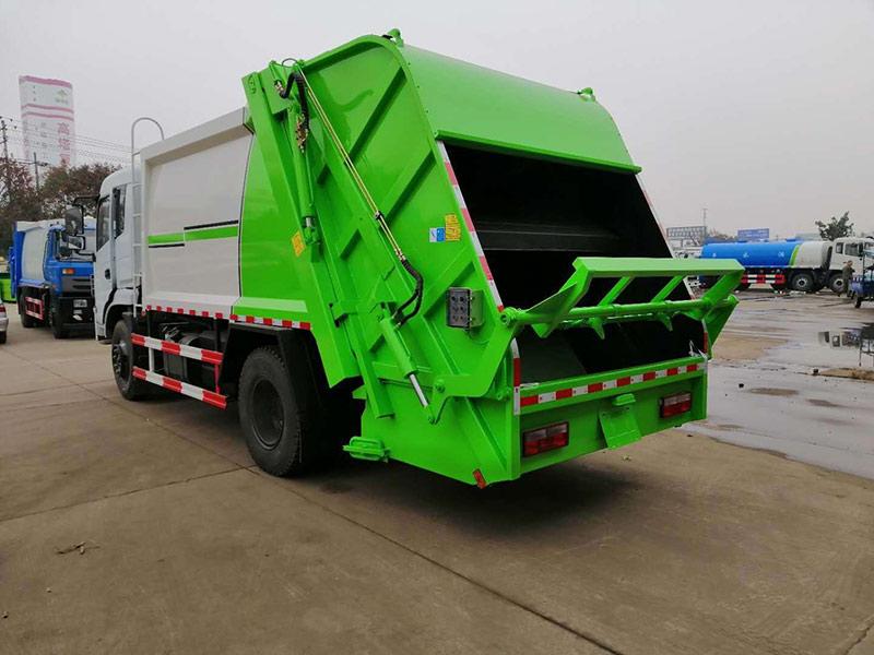 东风专用底盘压缩式垃圾车