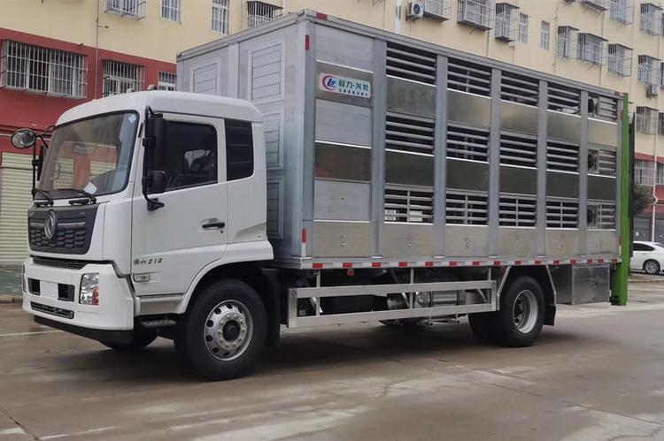 东风天锦6.8米货箱猪苗运输车4.jpg