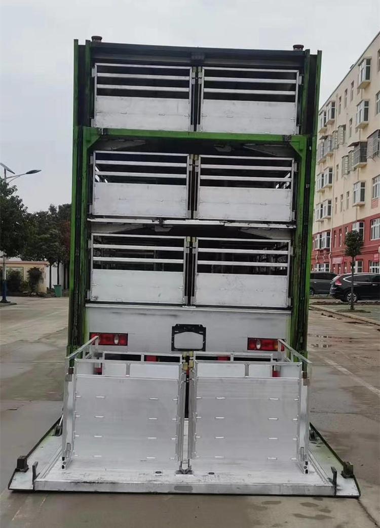 东风天锦6.8米货箱猪苗运输车5.jpg